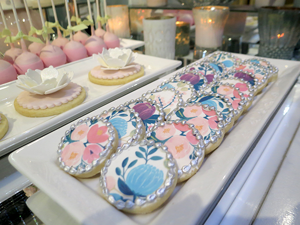 Hand-painted floral cookies from Bobbette & Belle. Bold Floral and Floral Cake Ideas from the Wedluxe Show 2015. For more ideas, visit Rebecca Chan Weddings and Events at www.rebeccachan.ca