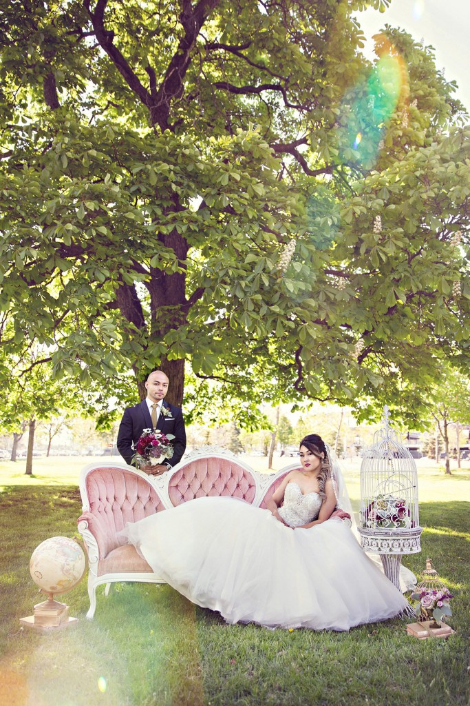 Elegant vintage-inspired purple and gold wedding - Wedding party portraits with vintage couch