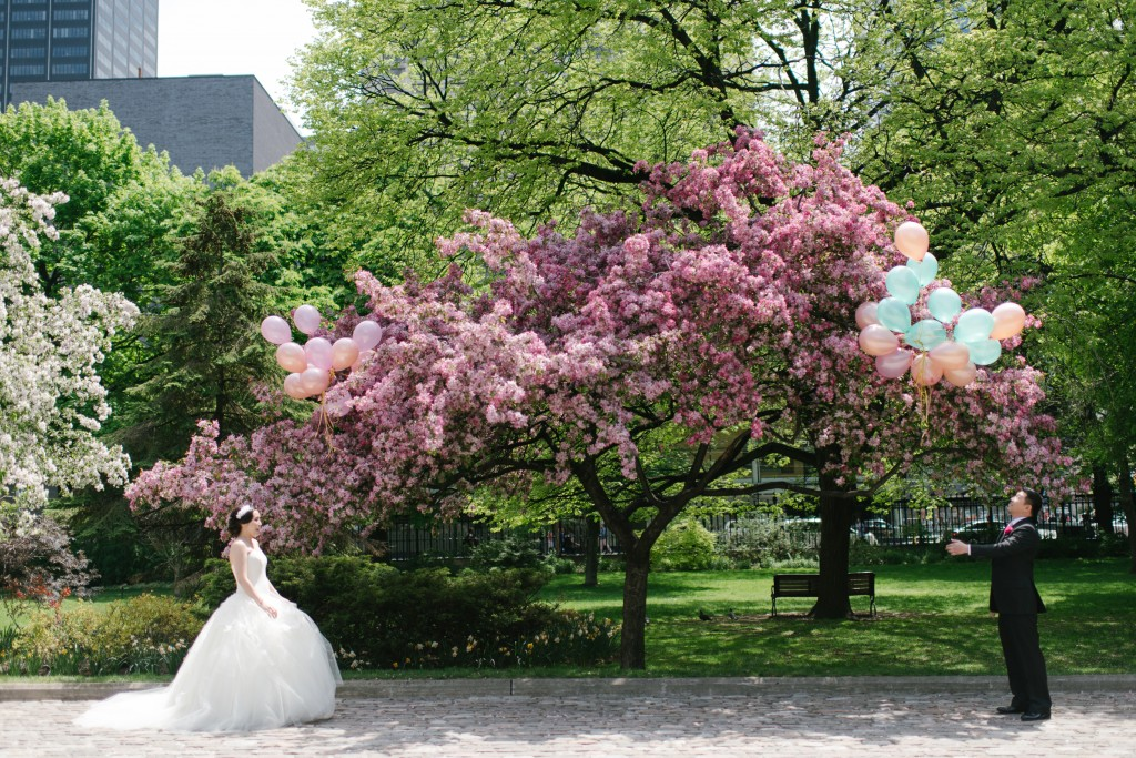 Balloon release first look - Ombre and Blush Wedding at Malaparte