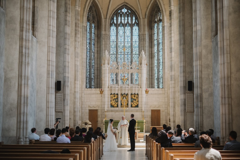 Whimsical wedding at Toronto Board of Trade and Trinity Chapel