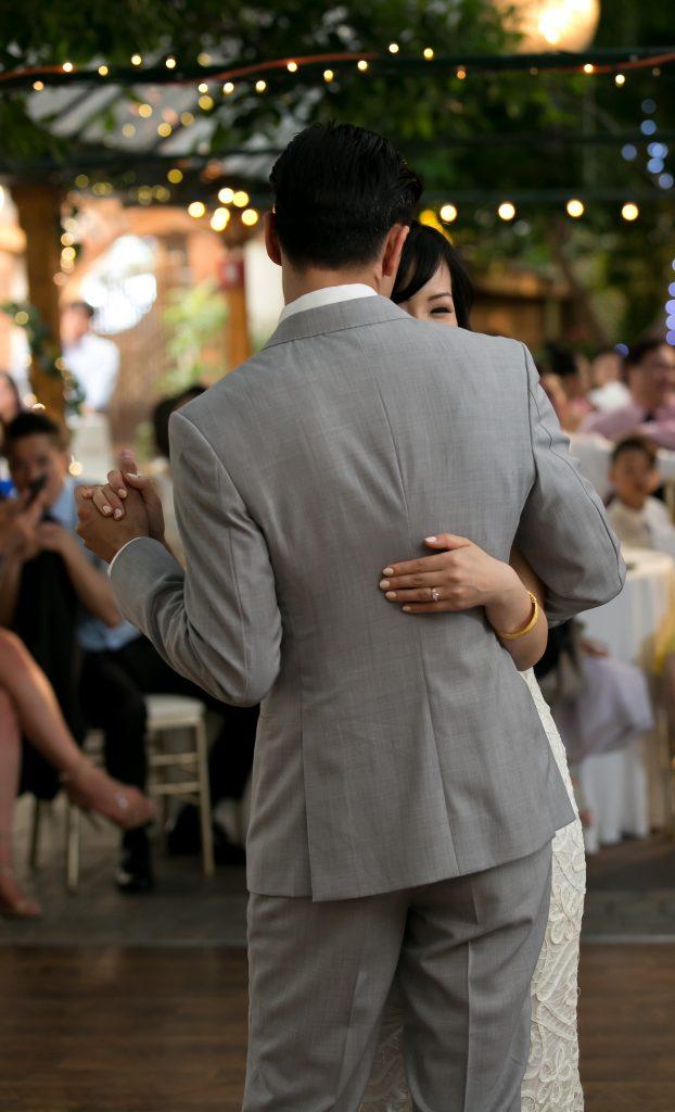 Sweet Madsen's Greenhouse wedding - first dance