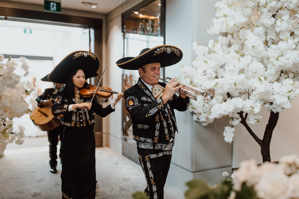 Mariachi band to kick off cocktail hour