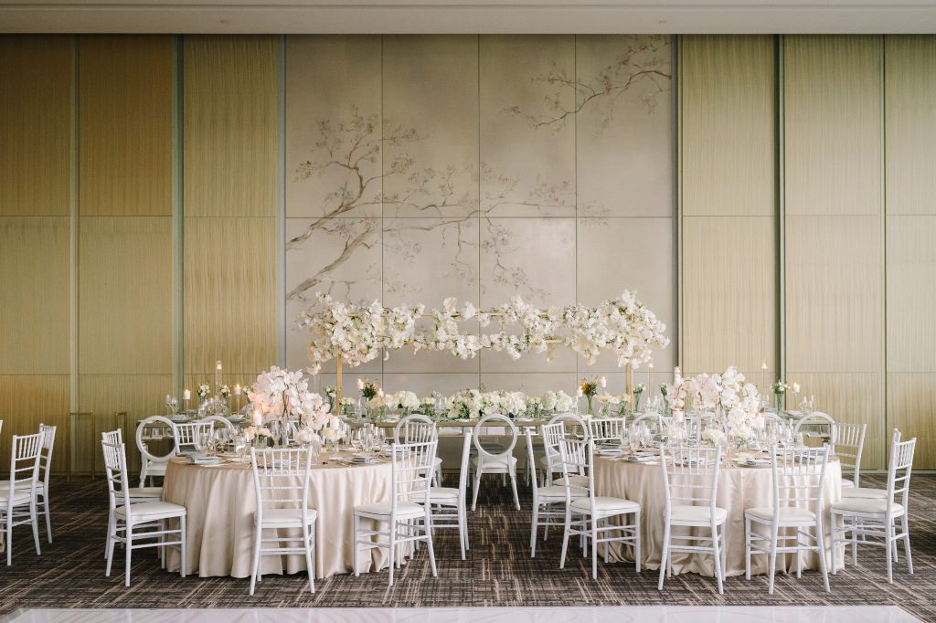 Modern luxurious all white wedding at Four Seasons Hotel Toronto, Vinci room. Planned by Rebecca Chan Weddings & Events. www.rebeccachan.ca