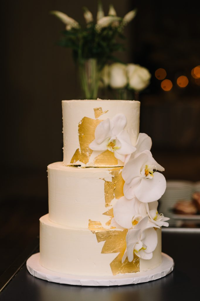 White and gold wedding cake. Modern luxurious all white wedding at Four Seasons Hotel Toronto, Vinci room. Planned by Rebecca Chan Weddings & Events. www.rebeccachan.ca
