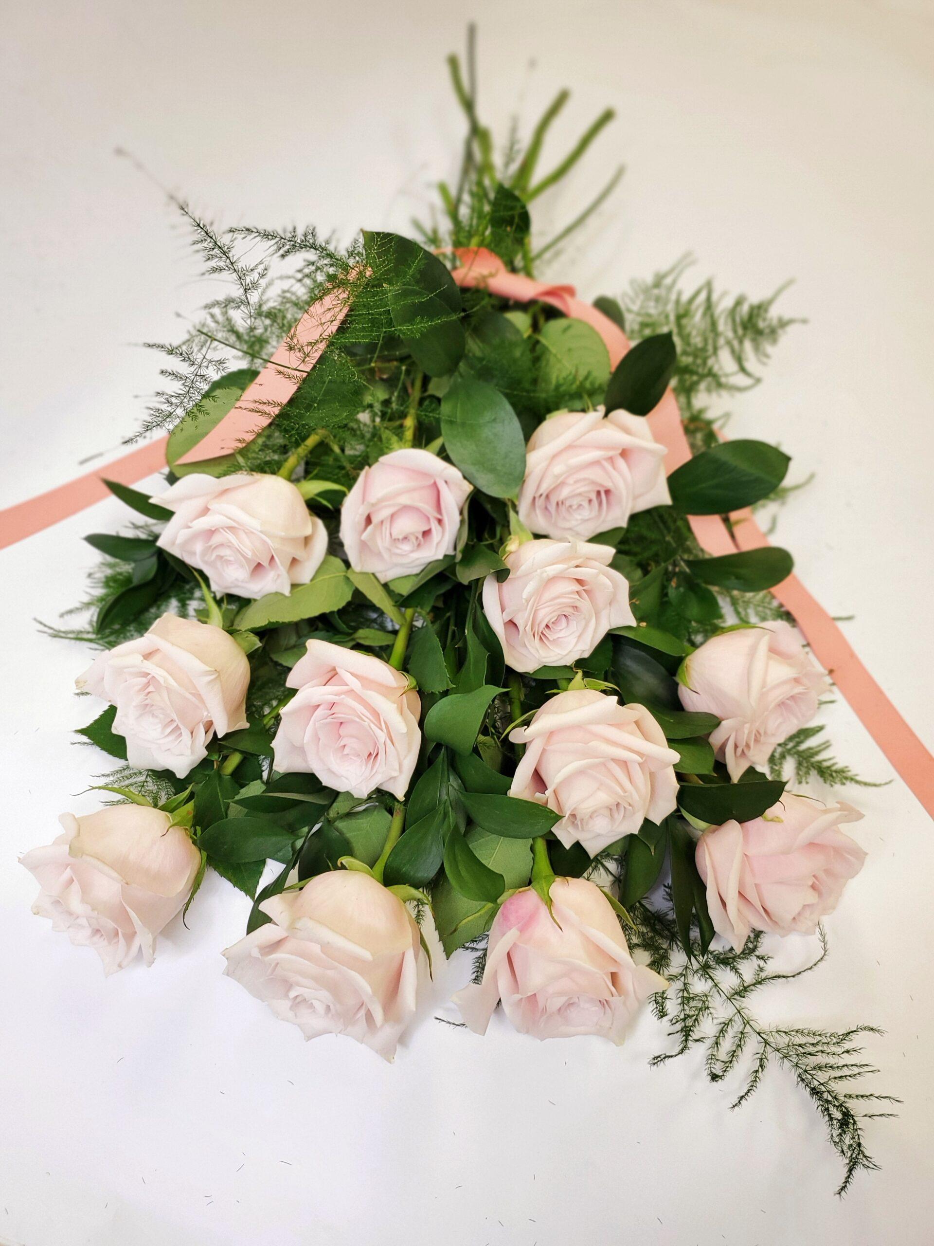 vday-Dozen Roses Blush