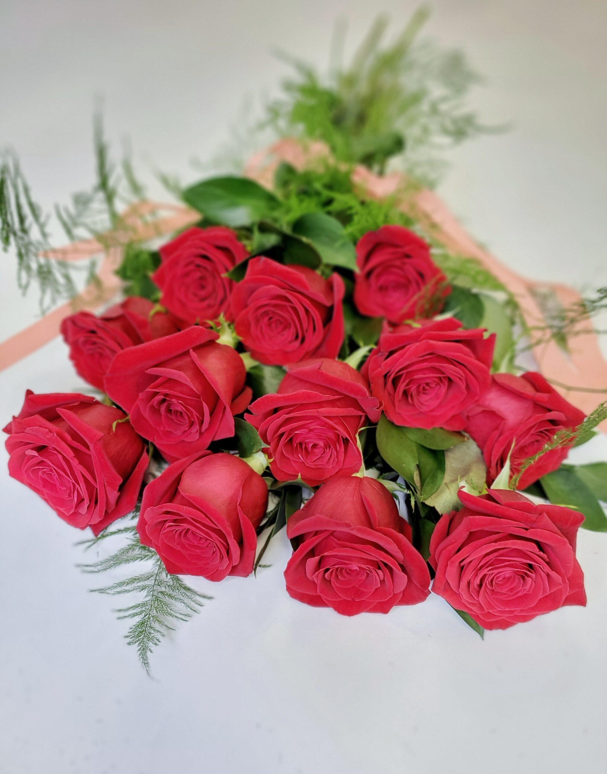 vday-Dozen Roses Red